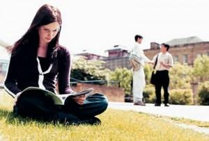 reading book on grass1 300x203 Melatih Konsentrasi, Meningkatkan Daya Ingat