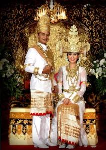 132xw 212x300 Pakaian Tradisional Nusantara II (Sumatera)