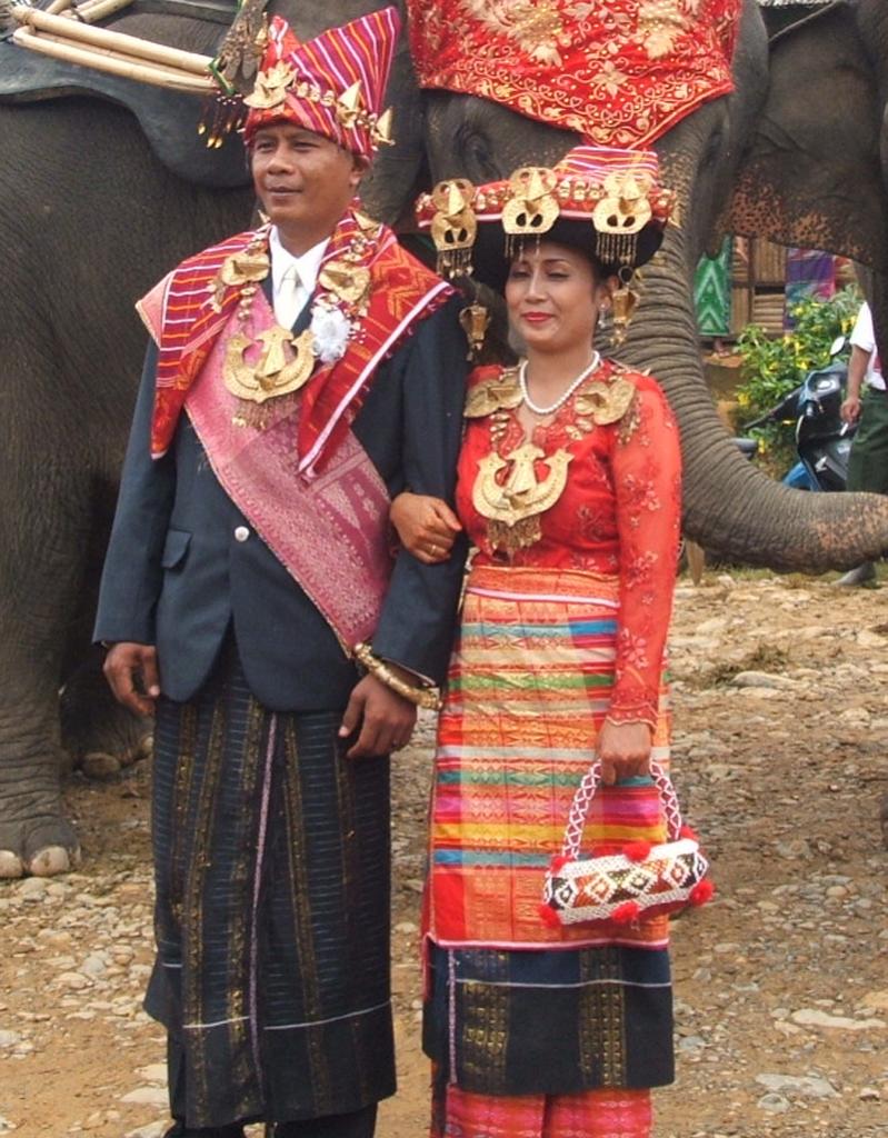 Busana pernikahan Batak Karo