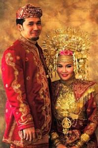 pakaian adat minag 199x300 Pakaian Tradisional Nusantara II (Sumatera)