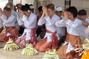 tennis nusadua 300x200 Pakaian Tradisional Nusantara I (Jawa & Bali)